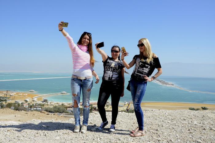 Szelfi a Holt-tenger partján